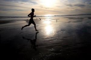 Courir toujours dans Poésie Le-Marginal-Magnifique-Courir-toujours-homme-course-plage-300x199