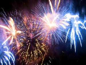 Feux d'artifice dans Poésie Le-Marginal-Magnifique-po%C3%A8me-Feux-dartifice-14-juillet-zombies-Romero-300x225